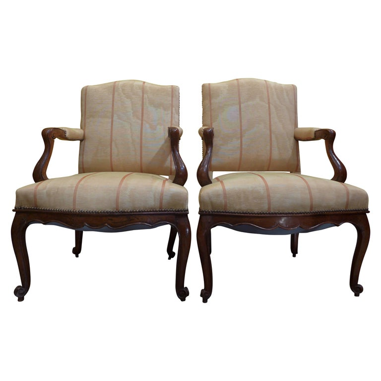 French Pair of Regence Period Armchairs in Walnut, circa 1730 For Sale