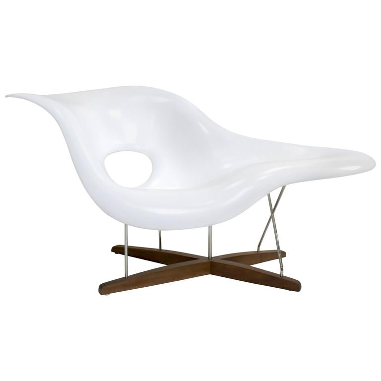 Eames vitra white la chaise chair at 1stdibs for Chaise eames rar vitra