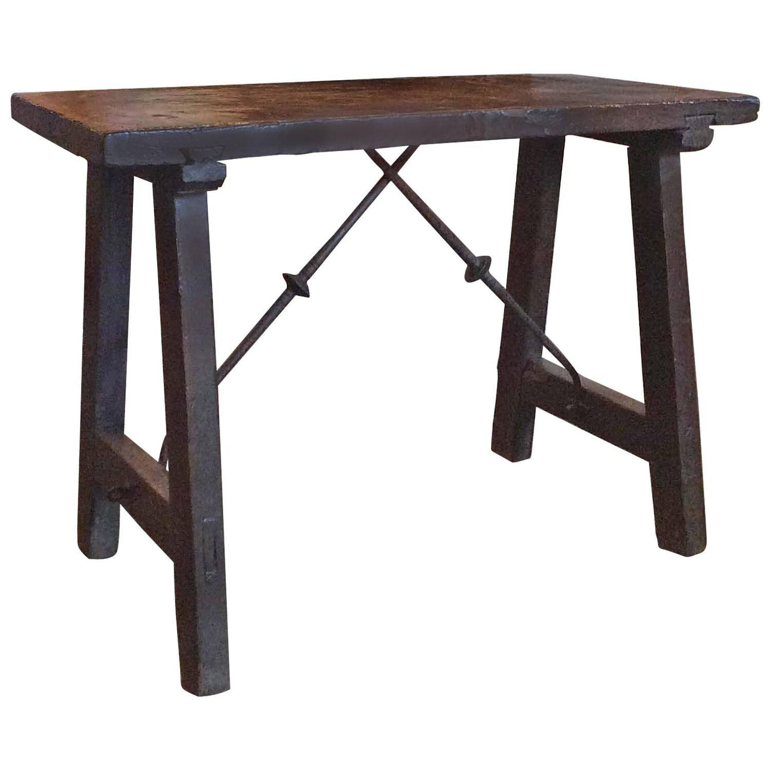 Spanish antique side table at 1stdibs for Table in spanish