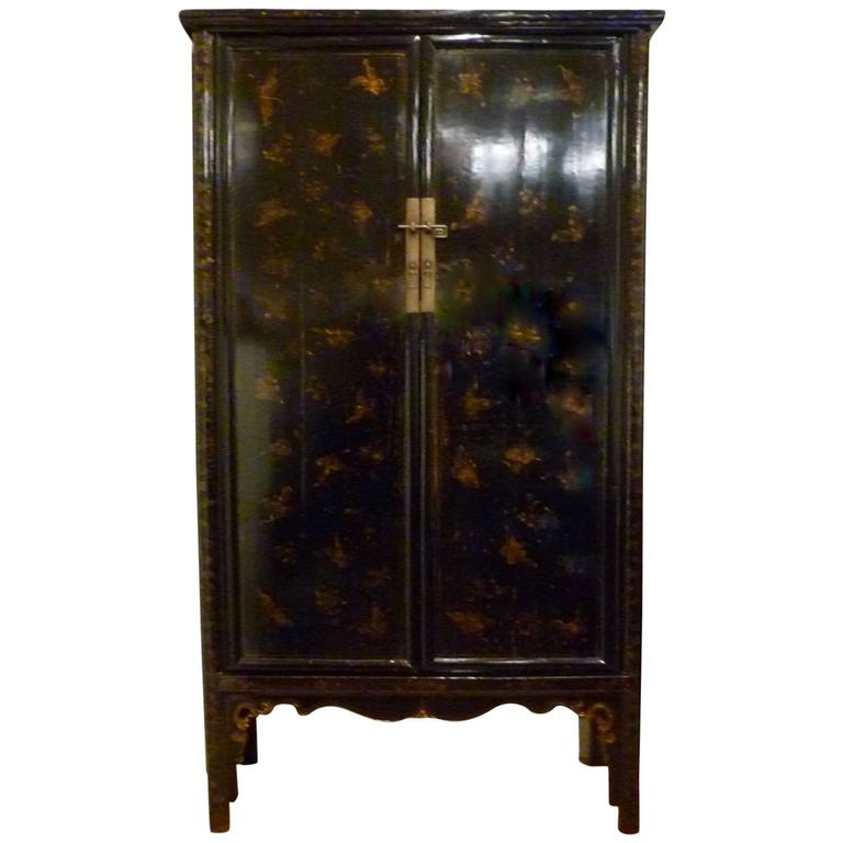 Ordinaire Fine Large Black Lacquer Armoire With Gold Gilt Motif For Sale