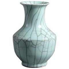 19th Century Qing dynasty Celadon Green Crackle Glazed Vase