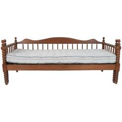 Vintage American Spindle Daybed with Pull-Out Trundle