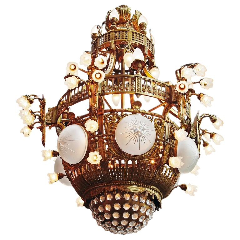 Beautifully cast in gilded 70 lights Chandelier late 19th Century from Amsterdam For Sale