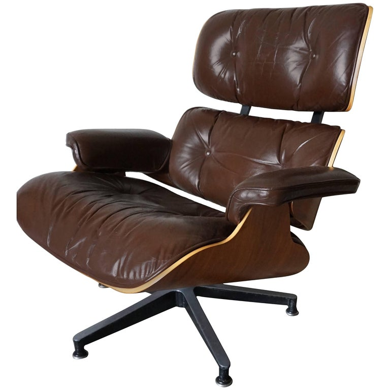 Model 670 Brown Leather Lounge Chair by Charles and Ray Eames for Herman Miller For Sale