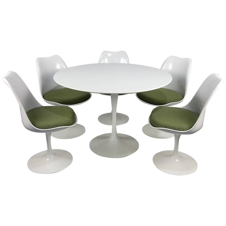 Eero Saarinen Tulip Table And Chairs By Knoll Newer Production For - Eero saarinen tulip table and chairs