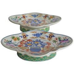 Mid-19th Century Chinese Export, Pair of Footed Fruit Bowls, Imari Pattern