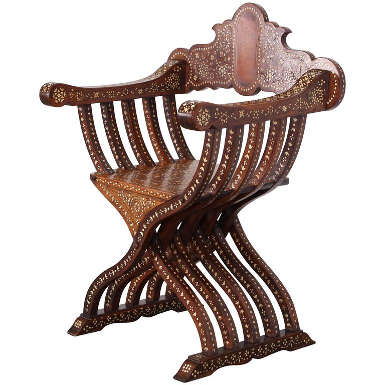 Late 19th Century Italian Walnut Savonarola Chair With