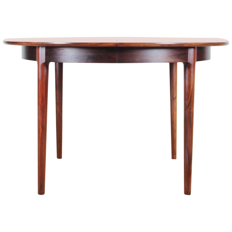 mid century modern danish extendable round dining table in rio rosewood at 1stdibs. Black Bedroom Furniture Sets. Home Design Ideas