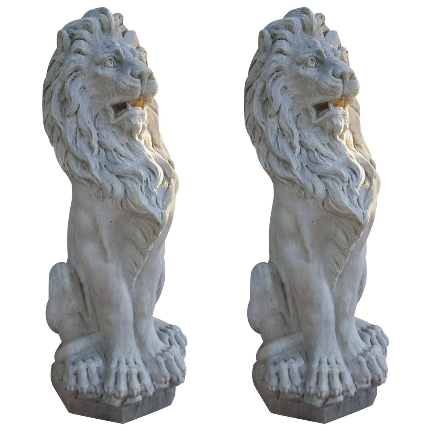Charmant Pair Of 19th Century French Carrera Marble Lion Statues For Sale At 1stdibs