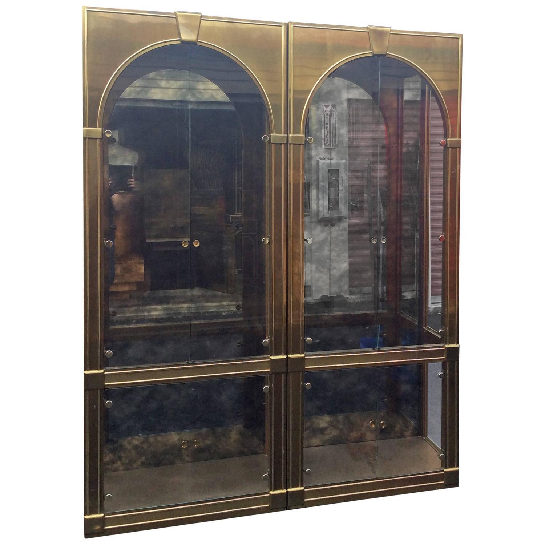 mastercraft brass vitrines vintage palladian antique mirror glass shelves pair for sale at 1stdibs. Black Bedroom Furniture Sets. Home Design Ideas