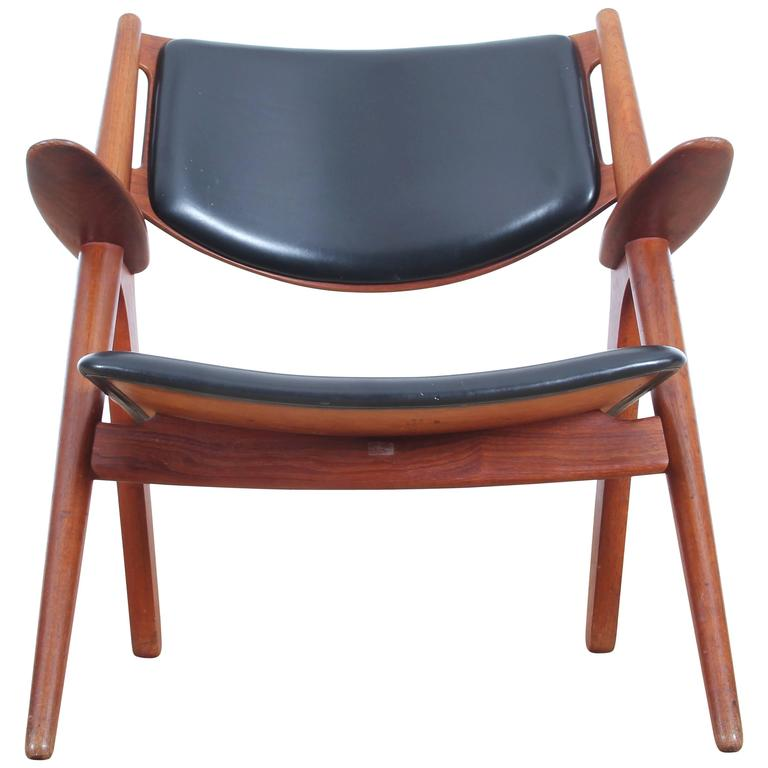 CH28 Sawback Lounge Chair by Hans Wegner
