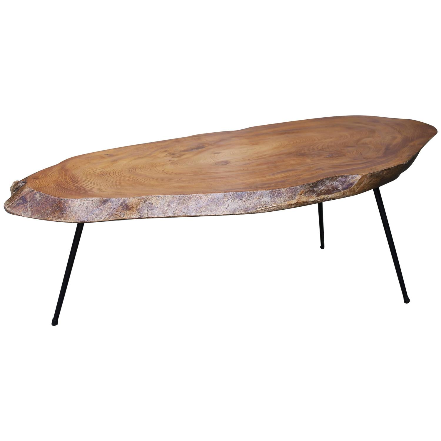 Tree trunk coffee table in nakashima style at 1stdibs Trunk coffee tables