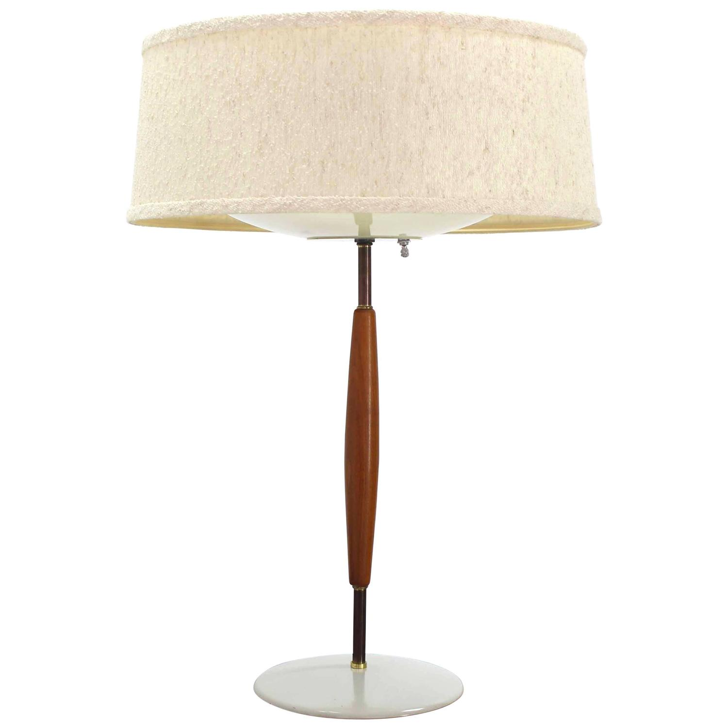 mid century modern walnut and metal table lamp for sale at 1stdibs. Black Bedroom Furniture Sets. Home Design Ideas