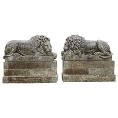 Early 20th Century Pair of Important Lions in Italian Limestone