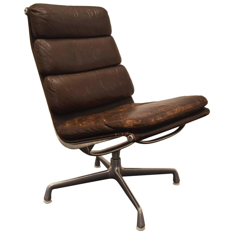 original desk chair designed by eames for herman miller for sale at 1stdibs. Black Bedroom Furniture Sets. Home Design Ideas