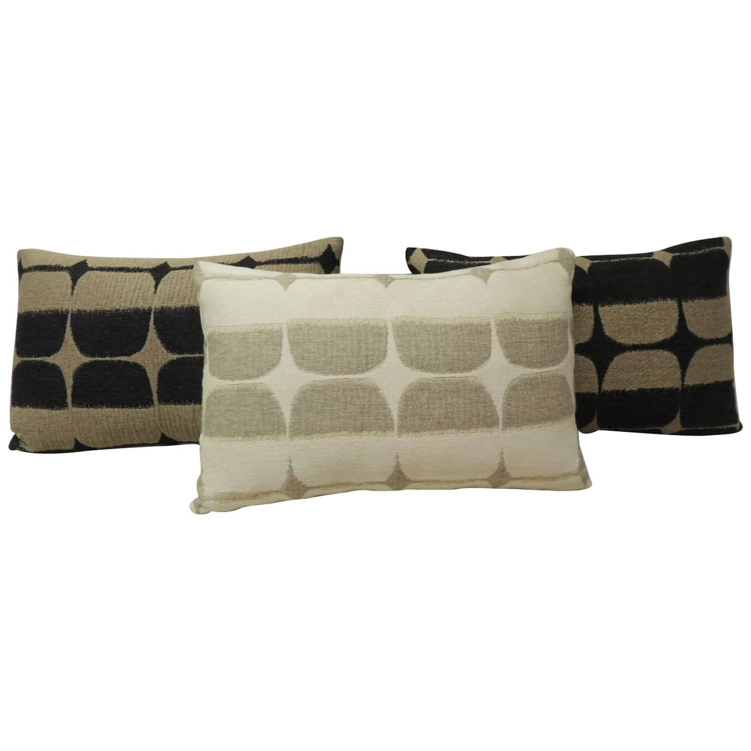 Modern Lumbar Pillows : Mid-Century Modern Lumbar Pillows For Sale at 1stdibs