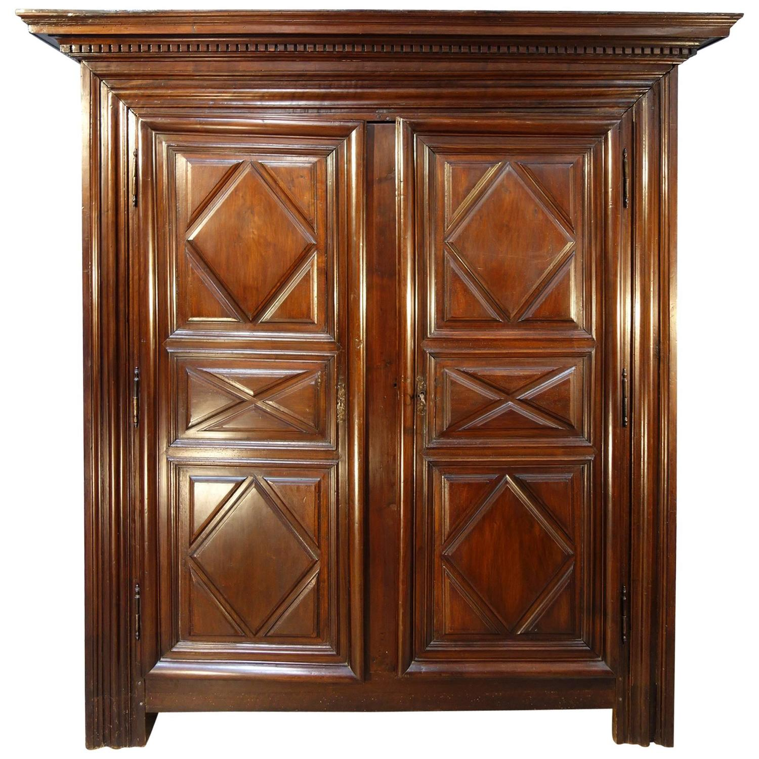 17th century louis xiii walnut armoire at 1stdibs. Black Bedroom Furniture Sets. Home Design Ideas