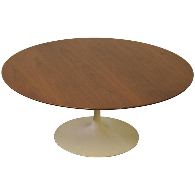 Knoll Walnut Tulip Coffee Table By Eero Saarinen For Sale At 1stdibs