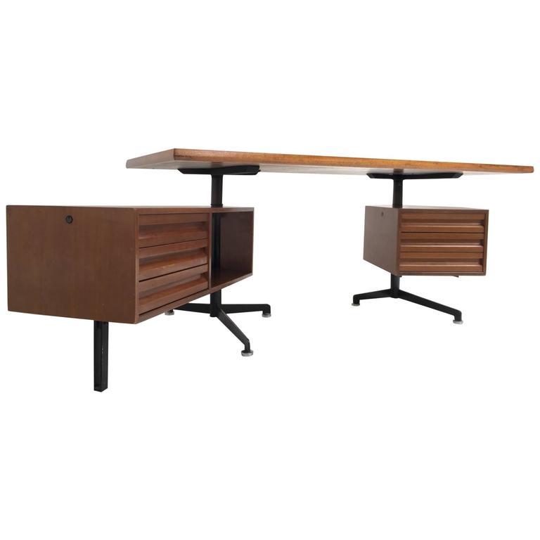 Beautiful T95 'Direzionale' Desk with Swivel Drawer Units, Osvaldo Borsani, 1956 For Sale