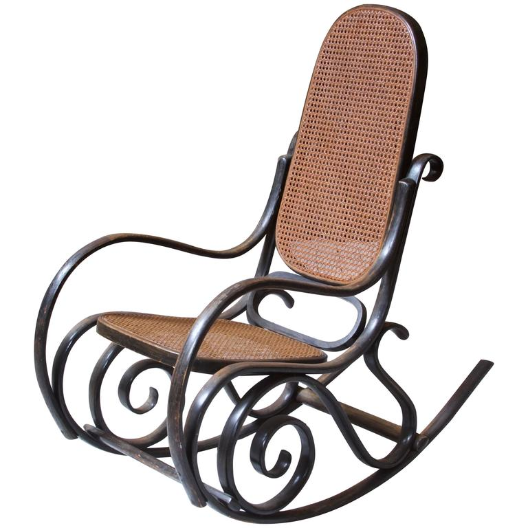 Merveilleux Antique Thonet Model #10 Bentwood Rocking Chair; Salvatore Leone, Circa  1890s For Sale