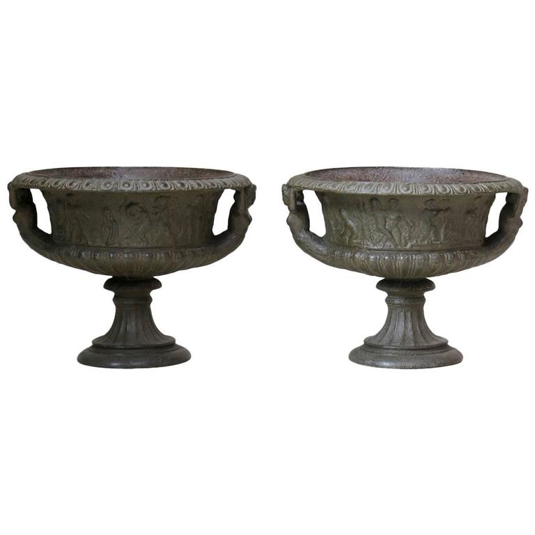 Elegant Pair of French Cast Iron Urns, circa 1850 For Sale