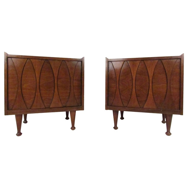 Pair of Midcentury Nightstands by Hoke For Sale