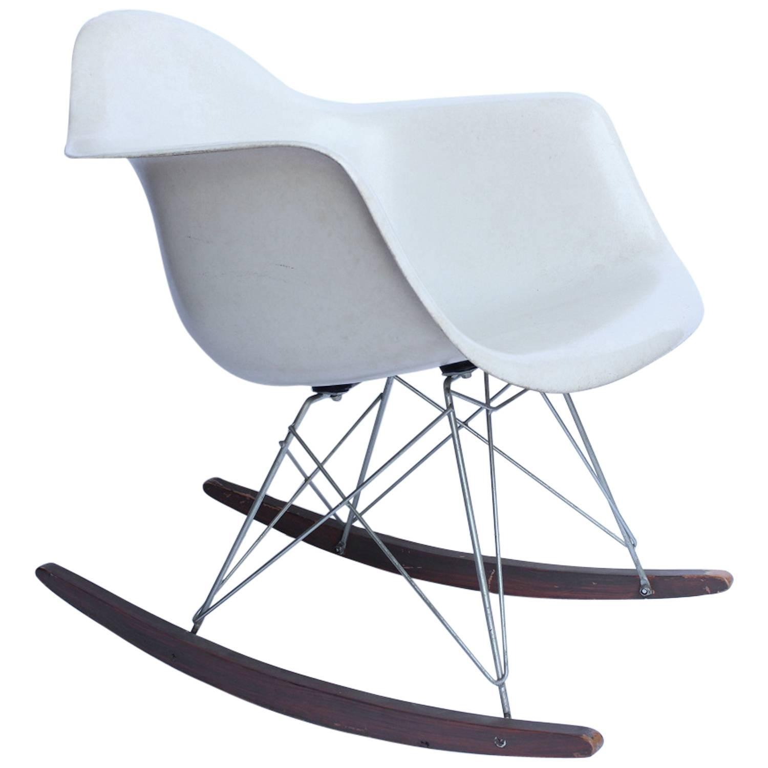 charles and ray eames rocking chair rar for herman miller. Black Bedroom Furniture Sets. Home Design Ideas