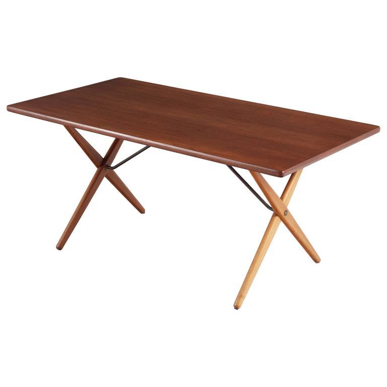 Merveilleux Hans J. Wegner AT 303 Cross Leg Table In Teak For Sale