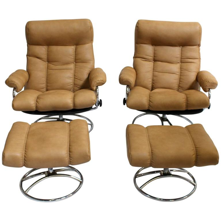 Scandinavian Mid Century Modern Reclining Lounge Chairs And Ottomans
