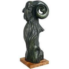 Dunkelgrüne Widder-Skulptur aus patinierter Bronze