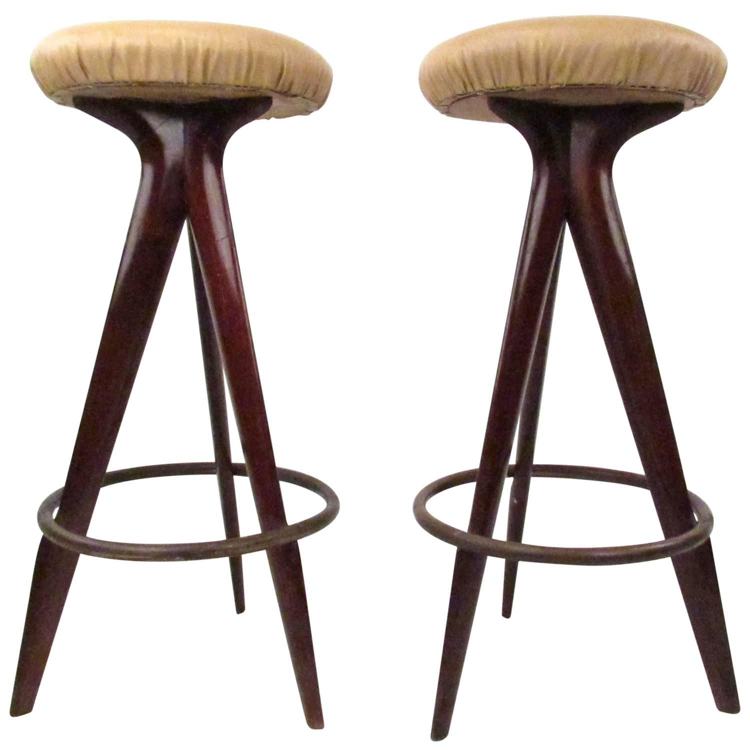 Pair of Mid-Century Modern Bar Stools For Sale at 1stdibs