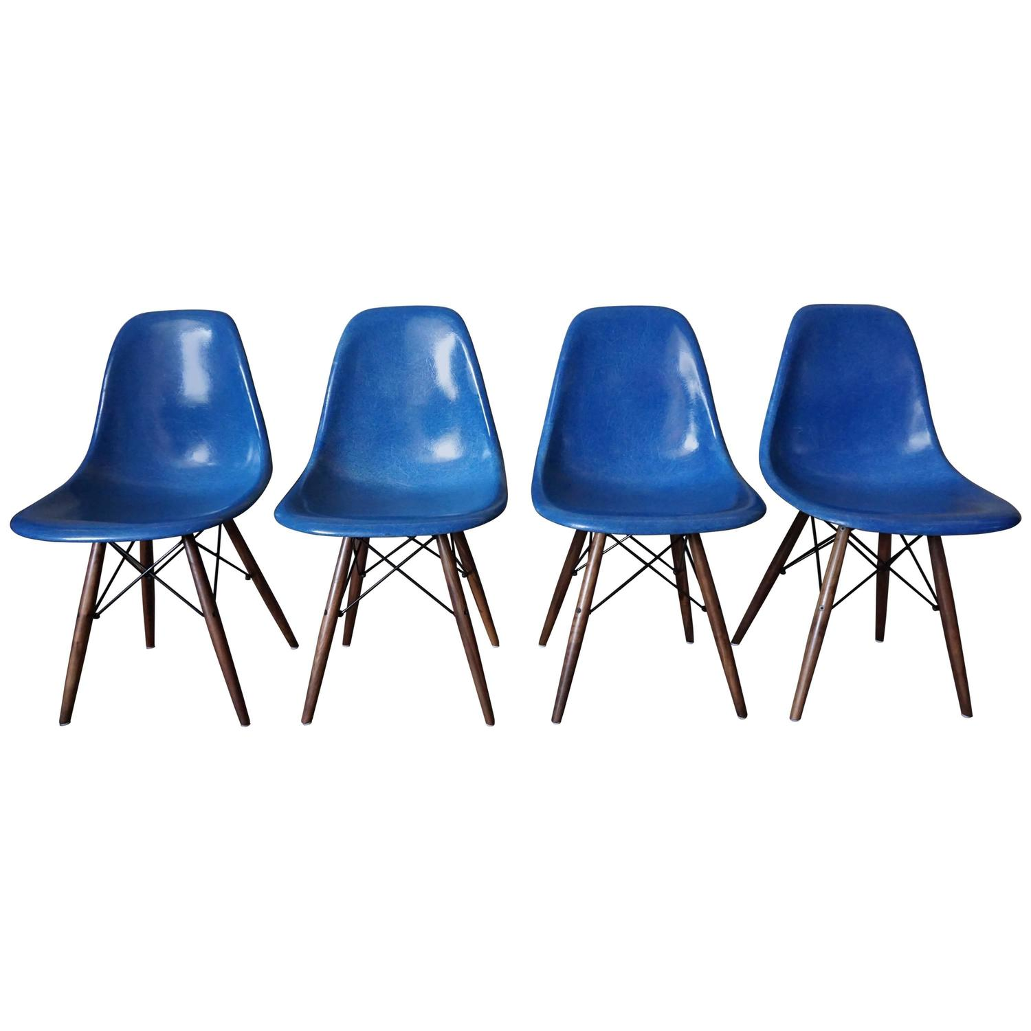 Royal blue dsw chairs by charles and ray eames 1950s set of four at