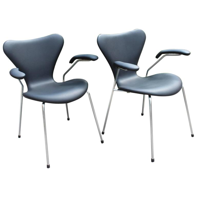 Series 7 Chairs Model 3207 With Armrests By Arne Jacobsen And Fritz