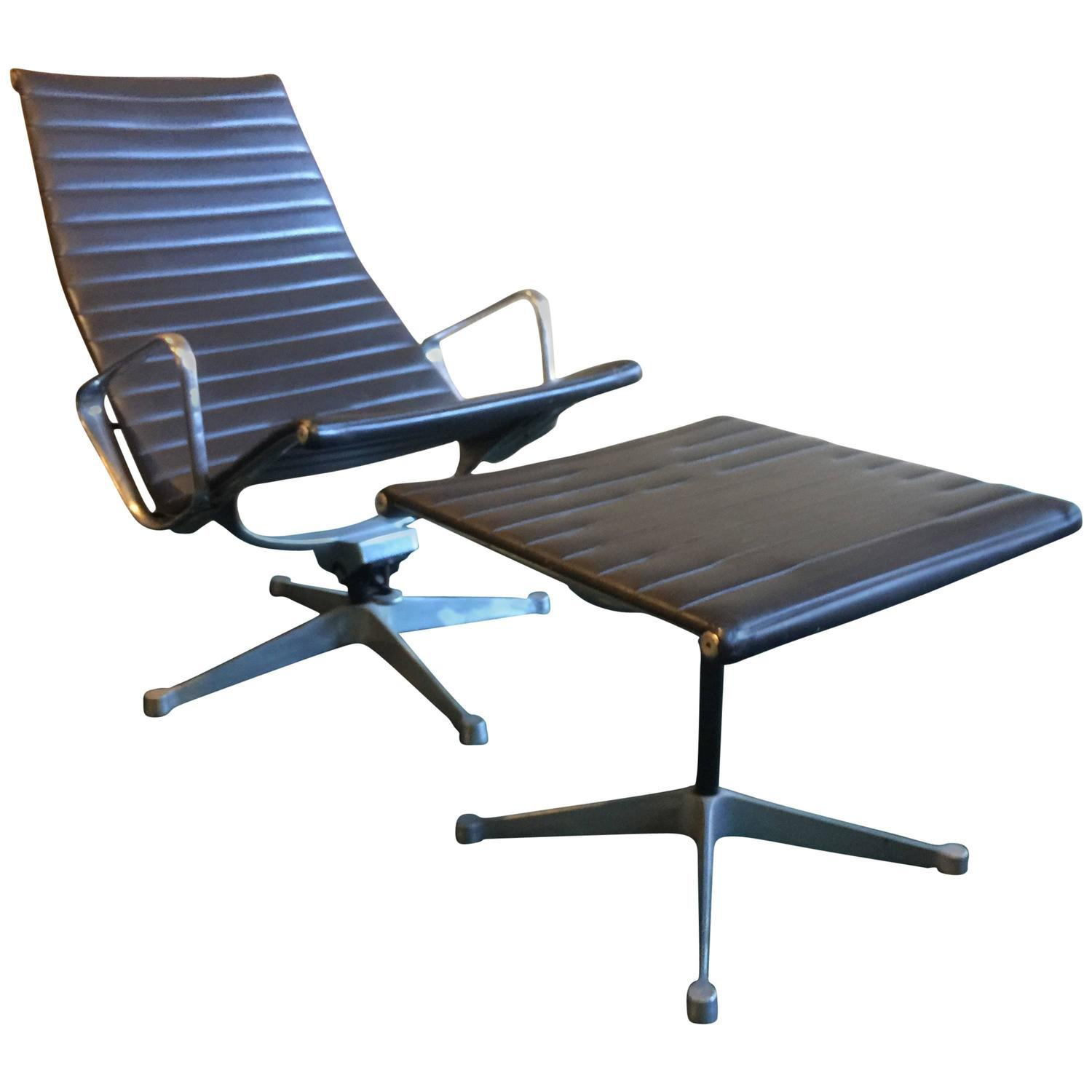 early vintage eames aluminum group lounge chair and ottoman for herman miller for sale at 1stdibs. Black Bedroom Furniture Sets. Home Design Ideas