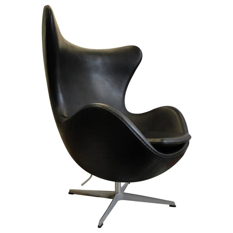 arne jacobsen egg chair in original black leather at 1stdibs. Black Bedroom Furniture Sets. Home Design Ideas