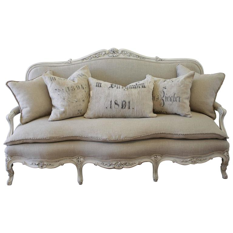 Incroyable Antique Painted French Country Louis XV Style Sofa Settee In Irish Linen  For Sale