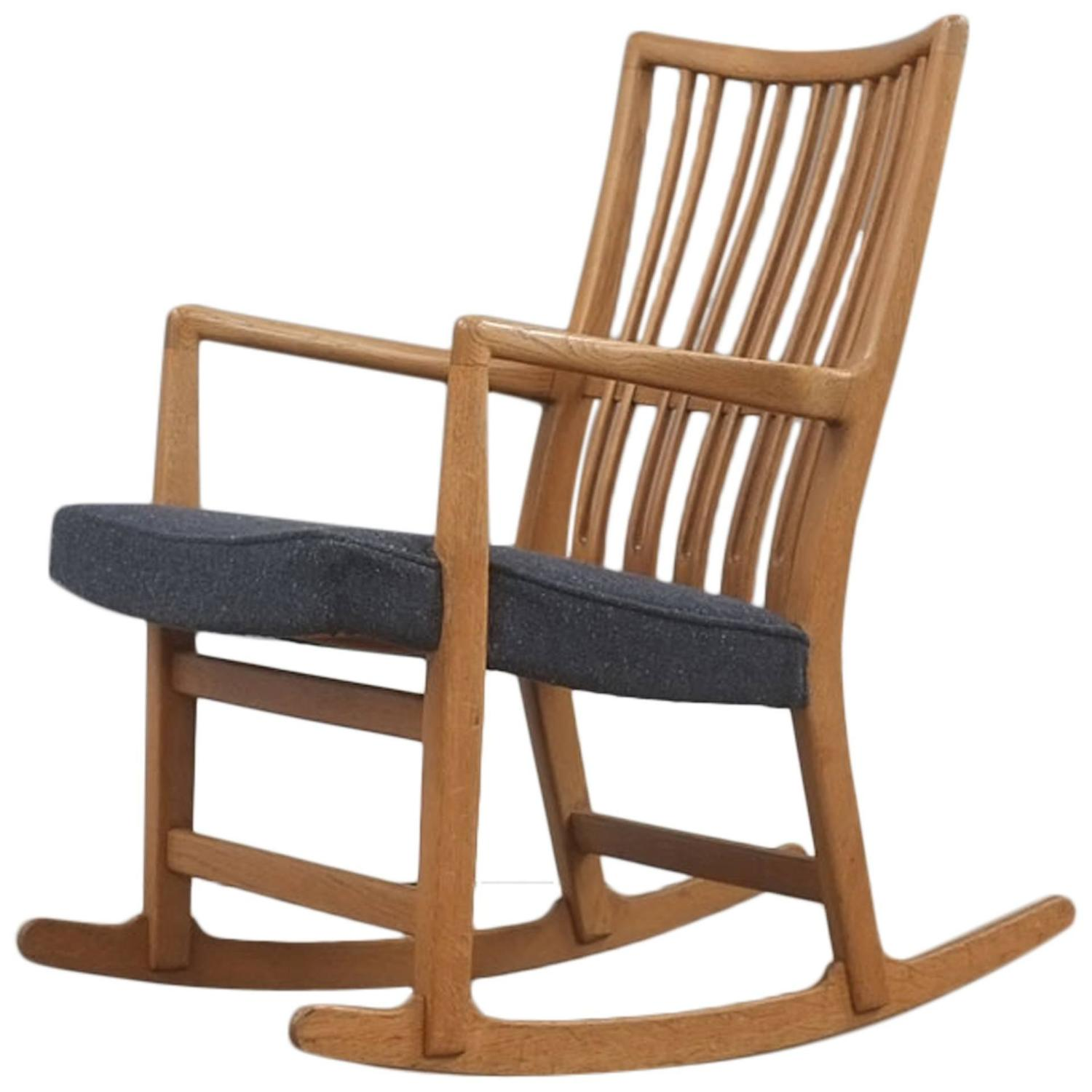 Hans Wegner ML 33 Rocking Chair At 1stdibs. Full resolution‎  portraiture, nominally Width 1500 Height 1500 pixels, portraiture with #6B462D.
