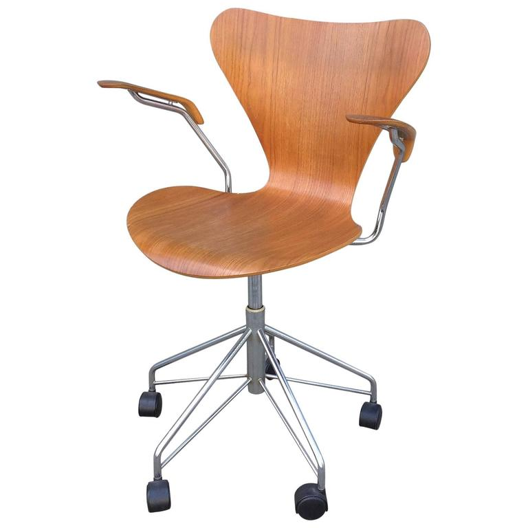 Arne Jacobsen For Fritz Hansen Model 3217 Desk Chair In Teak
