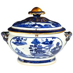 Chinese Blue and White Armorial Porcelain Tureen and Cover, O'neill Family Arms