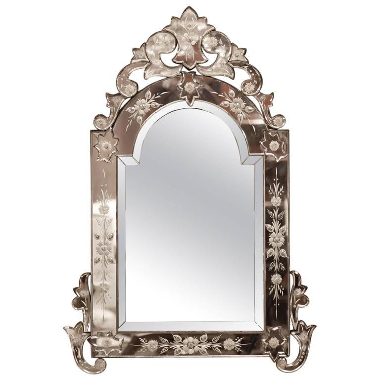 Medium Size Venetian Mirror with Crest