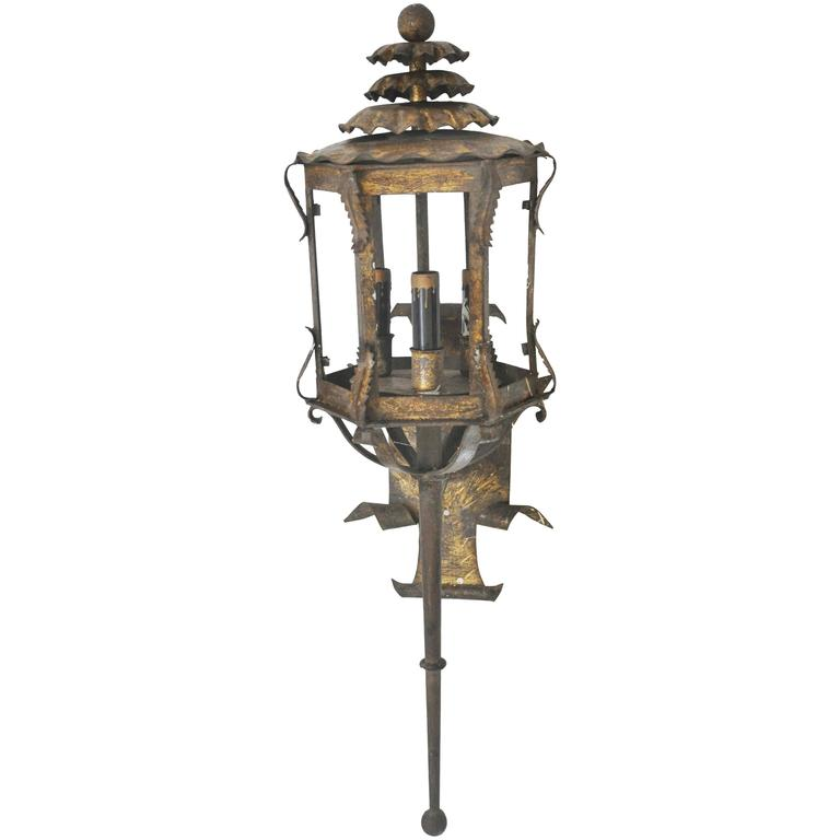 Chinoiserie Pagoda Style Sconce