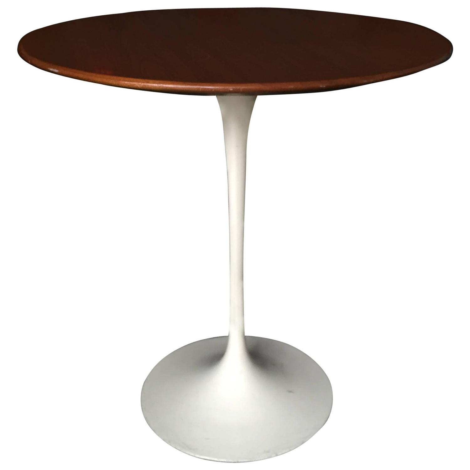 knoll saarinen side table with walnut top circa 1960 at 1stdibs. Black Bedroom Furniture Sets. Home Design Ideas