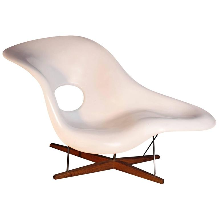 La chaise charles eames chaise longue for sale at 1stdibs for Chaise charles eames tissu