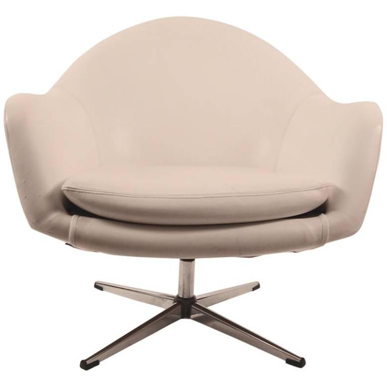 White Vinyl Swivel Pod Chair by Overman For Sale  sc 1 st  1stDibs & White Vinyl Swivel Pod Chair by Overman For Sale at 1stdibs