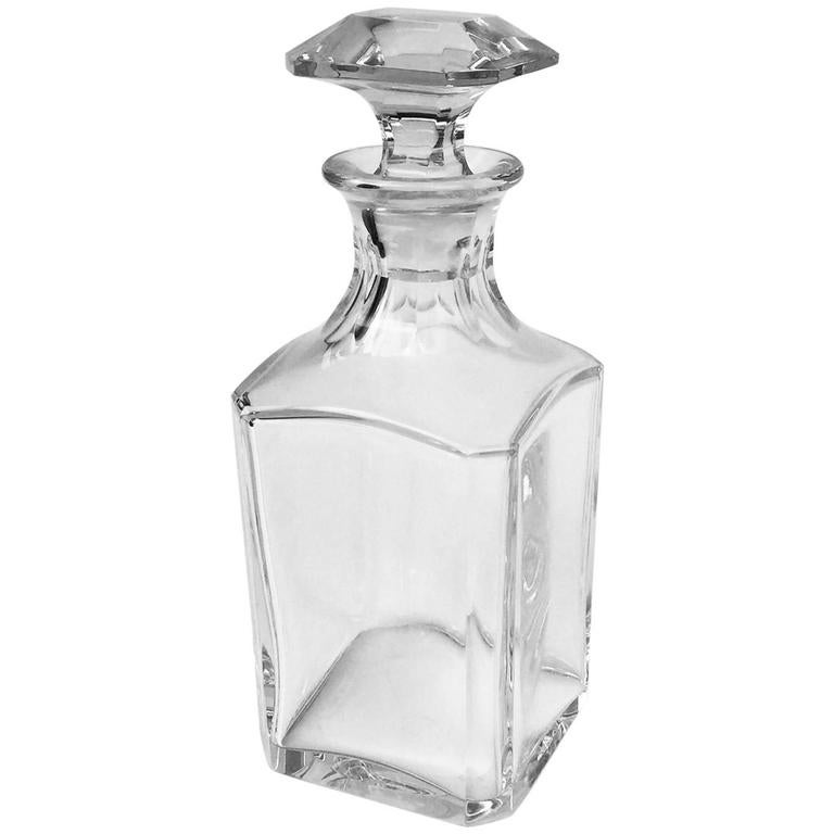 french baccarat crystal harcourt pattern square whiskey decanter and stopper at 1stdibs. Black Bedroom Furniture Sets. Home Design Ideas