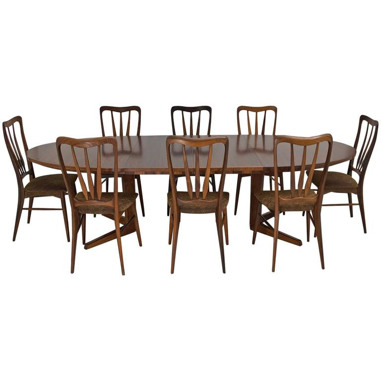set i have some pieces of distinctive by stanley a dining room set