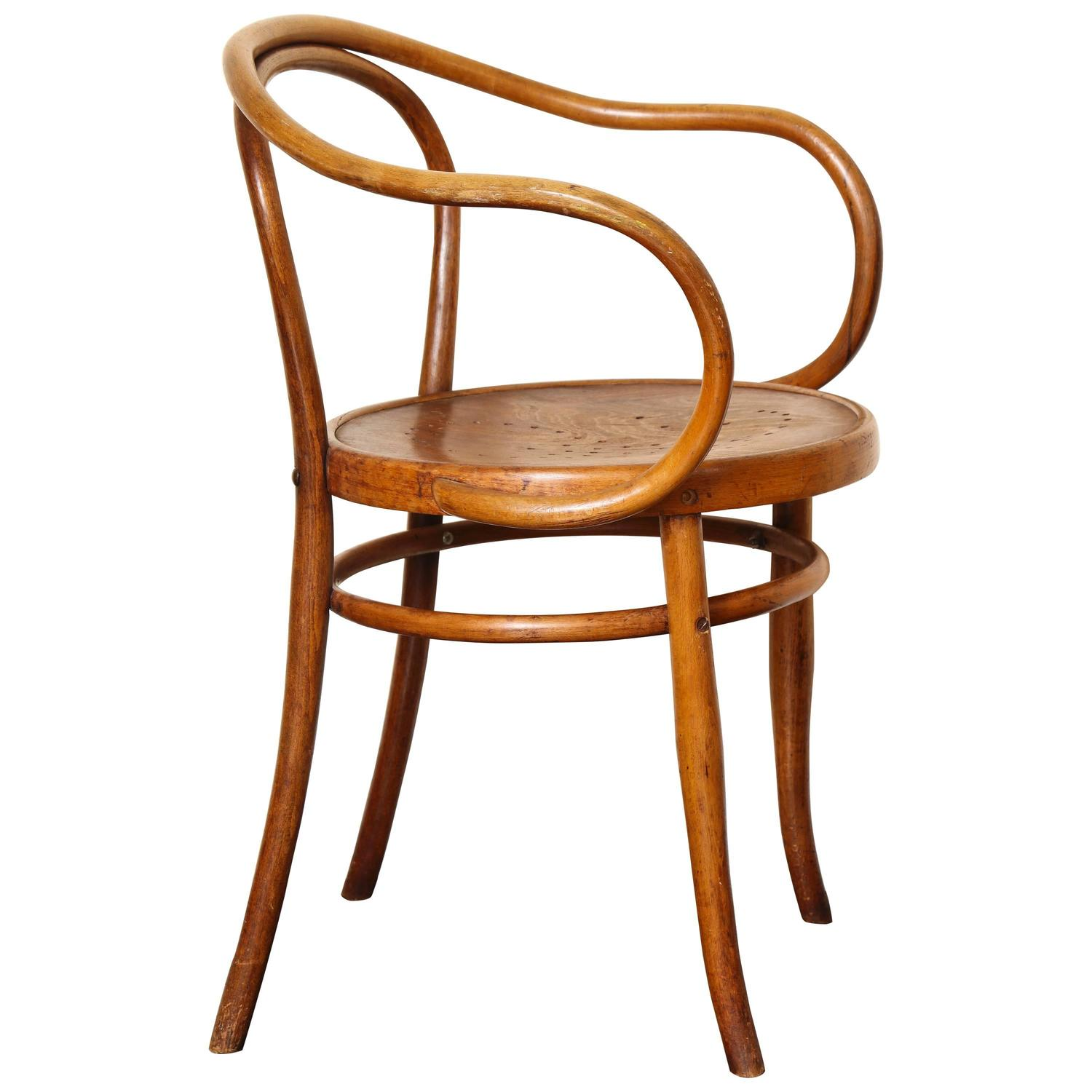 Amazing Bentwood B 9 Chair By Michael Thonet, Manufactured By Jacob And Josef Kohn  For Sale At 1stdibs