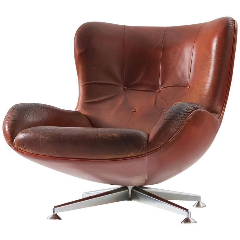 Illum wikkels swivel lounge chair in brown leather for for Swivel club chair leather