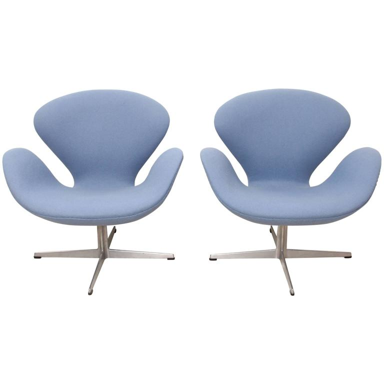 Pair of swan chairs by arne jacobsen edited by fritz for Swan chairs for sale
