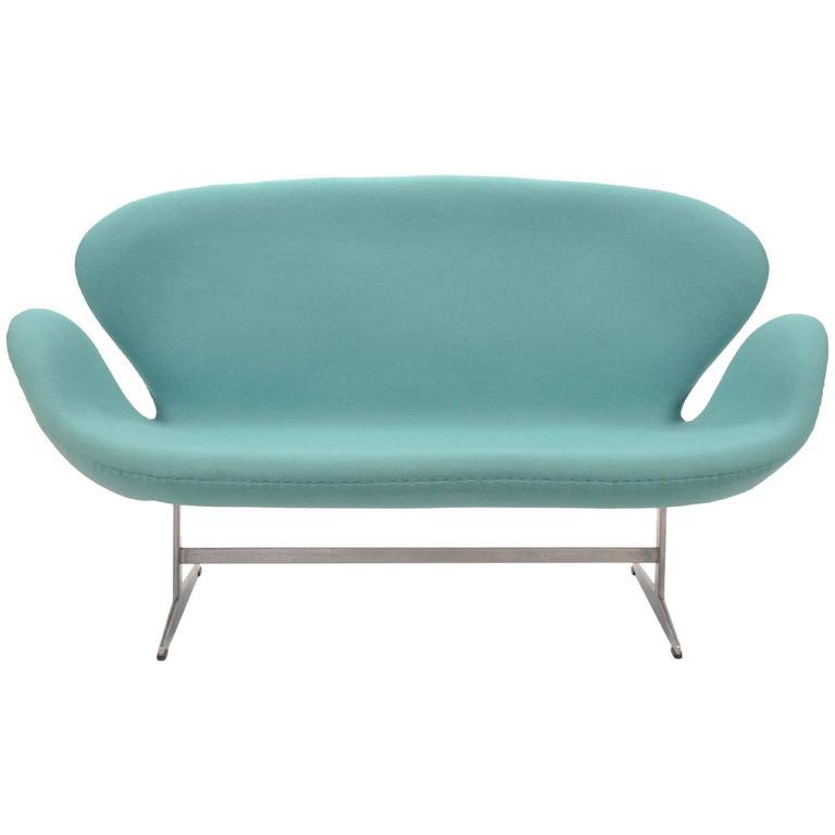 Arne Jacobsen Swan Sofa By Fritz Hansen For